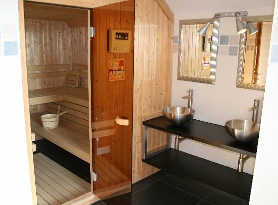 Badkamer Ventilatie Box ~ Iedere verdieping heeft een eigen badkamer en apart toilet Er is een